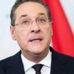 Problemele liderului extremei drepte din Austria readuc în topuri un cântec ce glorifică petrecerile din Ibiza