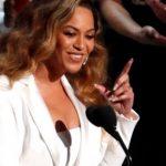 Beyonce, două albume în primele 10 poziţii din topul american Billboard