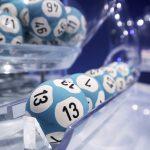 Un canadian a câştigat 60 de milioane de dolari la loterie, după ce a jucat aceleaşi numere timp de peste 20 de ani