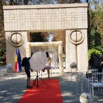 Fără precedent! Nuntă cu scaune și covor roșu la Poarta Sărutului! REACȚIA lui Romanescu