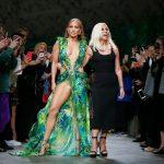 Donatella Versace, fan Inna. Designerul a ales o piesă de-a româncei pentru show-ul din Milano