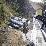 12:34 Accident pe Defileul Jiului. Autoturism RĂSTURNAT