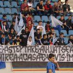 """19:54 """"4 ani de aşteptare au luat sfârşit...."""" Ce banner au adus suporterii la primul meci oficial"""