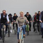 15:34 Dăncilă, pe centură cu bicicleta