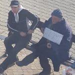 11:19 Bărbat în GREVA FOAMEI în fața Primăriei Motru