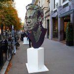 O sculptură înfăţişându-l pe Neymar, amplasată în Paris