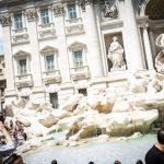 Cum încearcă autorităţile de la Roma să protejeze faimoasa Fontana di Trevi de turiştii necivilizaţi