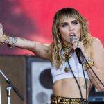 Miley Cyrus, operată la corzile vocale. Cântăreaţa şi-a amânat toate concertele