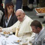 Papa Francisc a invitat 1.500 de persoane fără adăpost la masă, la Vatican