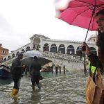 Veneţia, inundată de cel mai ridicat flux din ultimii 50 de ani. VIDEO