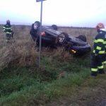 10:15 S-a răsturnat cu mașina la Câmpu Mare