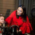 Fiica Andrei, prima piesă la doar 4 ani. Clipul emoţionant în care apare cu mama ei