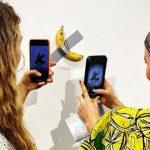Banana lipită cu bandă adezivă la Art Basel şi vândută pentru 120.000 de dolari a fost mâncată