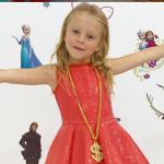O fetiţă, care suferă de o boală neurologică, a ajuns să câştige milioane de dolari pe an