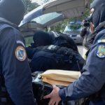 11:04 Polițiști din Gorj, la perchezițiile de la Vâlcea