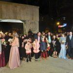 14:16 NOUĂ cupluri s-au căsătorit, în noaptea de Revelion, la Poarta Sărutului. VIDEO