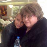 Lora este în doliu. Mama artistei a murit după o lungă luptă cu cancerul. «Ai plecat cu jumătate din inima mea»