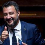 Matteo Salvini face furori pe Twitter cu un filmuleţ în care-şi cumpără lenjerie intimă