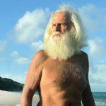 Un fost milionar trăieşte, de 22 de ani, pe o insulă izolată. S-a mutat acolo după ce a pierdut totul şi soţia l-a părăsit
