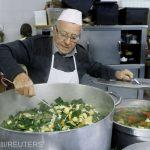 La 90 de ani, gătește pentru persoanele fără adăpost din Roma