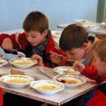 08:08 MASĂ CALDĂ pentru elevi, în două școli din Gorj