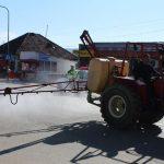 16:26 Dezinfecție cu TRACTORUL pe străzile din Țicleni
