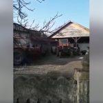 10:19 Miruță: Tractorul primăriei, parcat în curtea viceprimarului