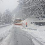 16:10 Circulație blocată în Defileul Jiului din cauza avalanșelor