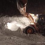 12:27 Avalanșă pe DN 67 D. Trafic reluat după două ore
