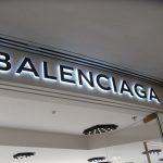 Saint Laurent și Balenciaga vor produce măşti sanitare în Europa