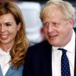 Premierul Boris Johnson şi iubita sa au anunţat că aşteaptă un copil