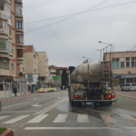 10:15 A început dezinfectarea străzilor din Târgu-Jiu. Urmează locurile de joacă şi staţiile Transloc