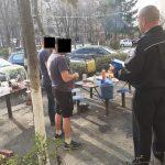 13:20 Târgujieni sancţionaţi după ce au făcut PICNIC în faţa blocului