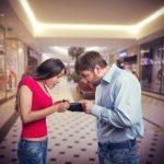 Studiu: 51% dintre românii îndrăgostiţi se ceartă din cauza banilor
