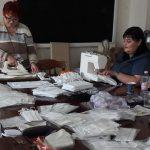 """08:58 Asociaţia """"Uniunea Femeilor din Gorj"""" confecționează măști de protecție și le DONEAZĂ"""