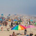 Zeci de mii de oameni pe plajele din California, în weekend