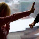 19:11 Scade criminalitatea, creşte violenţa în familie în perioada IZOLĂRII