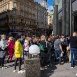 Austriecii au năvălit la shopping, spaniolii au umplut străzile, după 49 de zile de izolare
