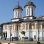 07:31 Bisericile îşi deschid porţile. Maximum 16 persoane la botez, cununie sau înmormântare