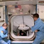 21:03 Capsula Crew Dragon, amarată la Staţia Spaţială Internaţională