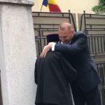 Viorel Cataramă s-a îmbrăţişat cu arhiepiscopul Tomisului, ca să arate că nu le pasă de COVID-19