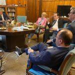 22:32 Fotografie cu Ludovic Orban sărbătorind ziua de naștere în birou, cu miniștrii, virală pe Facebook