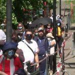 15:10 Se întâmplă în bogata Elveţie! Peste 1.000 de oameni, la cozi de kilometri, pentru alimente gratuite. VIDEO
