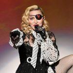 Madonna şi-a pus implanturi fesiere la 61 de ani