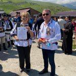 12:30 Turiștii, îndemnați de ministrul Agriculturii să viziteze stâna băciței Mărioara de pe Transalpina