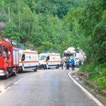 22:31 Accident pe Defileul Jiului. Şofer din Petroşani, rănit