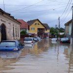 11:36 Este prăpăd! Un oraș din România, SUB APE