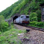 16:00 Traficul feroviar, BLOCAT în Defileul Jiului