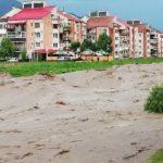 08:02 Hunedoara: Peste 380 de gospodării inundate şi 8 localităţi afectate de viitura de pe Jiu
