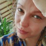 Lora, în lacrimi după ce i-a fost anulat din nou zborul din Bali spre România: «Nu mai pot»